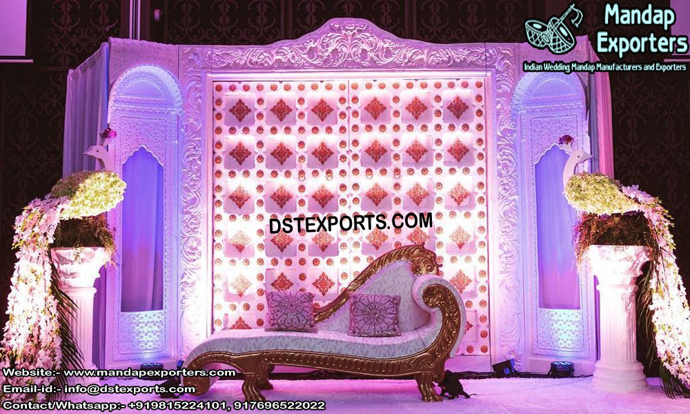 Modernistic White Back Frames Decoration